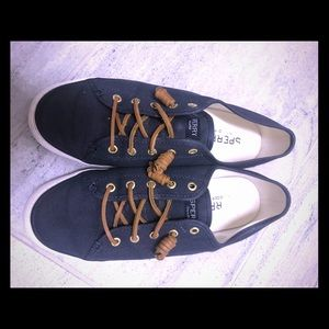 Sperry canvas sneaker size 9 navy blue